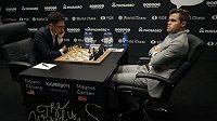 Magnus Carlsen (vpravo) a Fabiano Caruana.