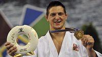 Judista Lukáš Krpálek s trofejí a medailí pro mistra Evropy ve váze do 100 kg.