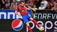 Jakub Jankto z úhlu napřáhl a byl z toho vedoucí gól českého týmu proti Černé Hoře.