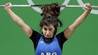 Argentinská vzpěračka Joana Palaciosová nezápasí jen s činkou...
