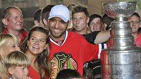 Hokejový obránce Michal Rozsíval s manželkou Janou představil ve Vlašimi Stanleyúv pohár, který získal s klubem NHL Chicago Blackhawks.