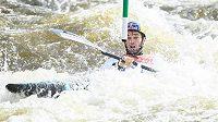 Kajakář Vavřinec Hradilek při ME ve vodním slalomu v Praze.