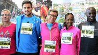 Hvězdy 20. ročníku Volkswagen Maratonu Praha. Zleva Petra Kamínková, Jiří Homoláč, Ingrid Kristiansenová z Norska jako čestný host závodu, Firehiwot Dadoová z Etiopie a Moses Mosop z Keni.