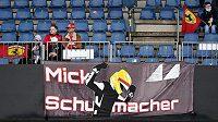 Premiéru Schumacherova syna ve formuli 1 odložilo špatné počasí.