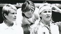 Jana Novotná, bývalá česká profesionální tenistka a světová jednička v ženské čtyřhře, na fotce s Hanou Mandlíkovou a Helenou Sukovou. Jana Novotná (vpravo) zemřela po těžké nemoci v neděli 19. listopadu ve věku 49 let.