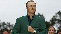 Americký golfista Jordan Spieth ovládl golfové Masters a oblékl se do zeleného saka.
