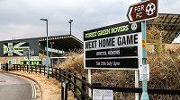 Tady si masové pochoutky nedáte. Stadión Forest Green Rovers.