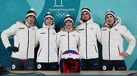 Čeští skokané na lyžích zleva Lukáš Hlava, Viktor Polášek, Roman Koudelka, Čestmír Kožíšek a Vojtěch Štursa na tiskové konferenci před zahájením zimních olympijských her v jihokorejském Pchjončchangu.