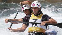 Deblkanoistů Jaroslavu Volfovi (vpravo) a Ondřeji Štěpánkovi těsně uniklo šestičlenné olympijské finále v Lee Valley, v semifinále skončili sedmí