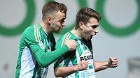 Klokani se radují z vedení nad Brnem - zleva Martin Hašek a autor gólu Dominik Mašek.