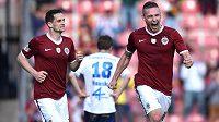 Sparťanský obránce Pavel Kadeřábek (vpravo) slaví gól proti Olomouci.