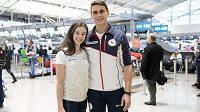 Sportovní dvojice Anna Dušková a Martin Bidař během odletu na ZOH 2018 do jihokorejského Pchjongčchangu.