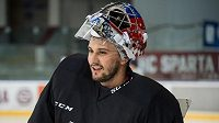 Brankář Petr Mrázek na pondělním tréninku české hokejové reprezentace.