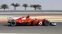 Němec Sebastian Vettel s ferrari při tréninku během GP Bahrajnu.