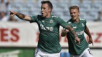 Honzové slaví. Sýkora posílá Jablonec do vedení 1:0 v Českých Budějovicích svým třetím gólem v zelenobílém dresu, Matoušek v pozadí.