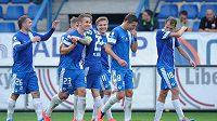 Fotbalisté Liberce se radují z branky, kterou vstřelili Baníku Ostrava.