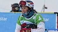 Ze závodu týmů ve větru a sněžení nebyla Eva Samková vůbec nadšená.
