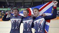 Britští sprinteři (zprava) Philip Hindes, Jason Kenny a Callum Skinner.