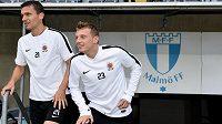 David Lafata (vlevo) a Ladislav Krejčí na předzápasovém tréninku ve švédském Malmö.