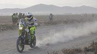 Český motocyklista Ondřej Klymčiw během 6. etapy na Rallye Dakar.