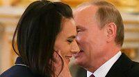 Tyčkařka Jelena Isinbajevová pří setkání s ruským prezidentem Vladimirem Putinem v Kremlu.