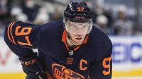 Hokejový útočník Connor McDavid získal podruhé v kariéře Hart Memorial Trophy pro nejužitečnějšího hráče NHL.