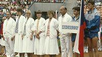 Fedcupový tým z roku 1986. Jiří Medonos třetí zprava.