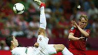 Cristiano Ronaldo pálil proti Česku ze všech pozic.