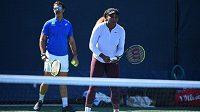 Serena Williamsová a Patrick Mouratoglou při tréninku.
