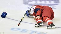 Zraněný Jakub Lauko během duelu s Ruskem.