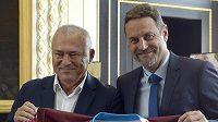 Generální ředitel společnosti Billa v ČR Jaroslav Szczypka (vlevo) a předseda představenstva a majitel hokejového klubu HC Sparta Petr Bříza.