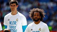 """Základní jedenáctka Realu vyběhla na trávník v tričkách s nápisem """"Ikere, všichni jsme s tebou""""."""