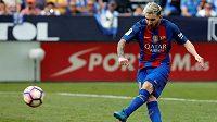 Barcelonský Lionel Messi zahrává pokutový kop proti Leganés.
