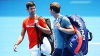 Novak Djokovič a Andy Murray opouštějí kurt