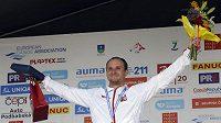 Vít Přindiš oslavuje stříbrnou medailina ME v Troji.