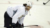 Je velmi těžké zastihnout zachmuřeného Jaromíra Jágra. Tady se baví při tréninku Bostonu v Pittsburghu.