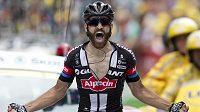 Německý cyklista Simon Geschke se raduje z triumfu v 17. etapě Tour de France.