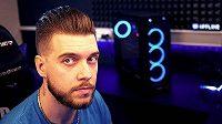 """Známý český streamer hry Call of Duty: Warzone Adam """"Adis Bak"""" Daniš"""