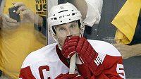Zklamaný kapitán Detroitu Nicklas Lidström po vyřazení z play-off.