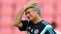 Trenér Chelsea José Mourinho není z přestupu Petra Čecha do Arsenalu nadšený.