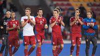 Čeští fotbaloví reprezentanti děkují fanouškům za podporu.