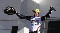 Španělský jezdec Albert Arenas triumfuje v celkovém pořadí mistrovství světa motocyklistů v kategorii Moto3.