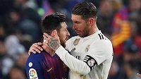 Barcelonský Lionel Messi a kapitán realu Madrid Sergio Ramos po semifinále poháru.