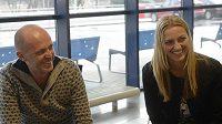 Kapitán ženské tenisové reprezentace Petr Pála a Petra Kvitová na pražském letišti ještě před odletem k utkání 1. kola Světové skupiny Fed Cupu v Rumunsku.