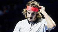 Řecký tenista Stefanos Tsitsipas si za své chování na turnaji v Basileji vysloužil velkou kritiku.