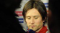 Tomáš Rosický v základní sestavě proti Dánsku chybí.