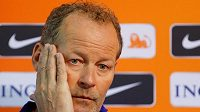 Kouč nizozemské fotbalové reprezentace Danny Blind během tiskové konference.