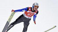 Norský skokan na lyží Daniel Andre Tande na můstku v Klingenthalu.
