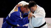 Krpálek v urputném finálovém souboji s Japoncem Harasawou.