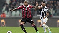 Kevin-Prince Boateng z AC Milán (vlevo) v utkání proti Juventusu Turín.
